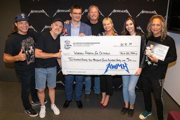 Metallica przekazała czek dla hospicjum Fundacja Warszawskie Hospicjum dla Dzieci