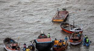 Ewakuacja mieszkańców Indii (PAP/EPA/DIVYAKANT SOLANKI)