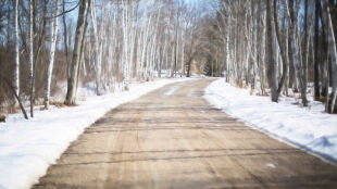 Przeważnie dobre warunki na drogach